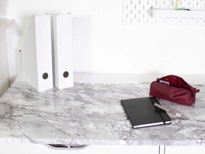 folie-på-skrivebord-marmor
